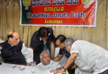 Yeddurappa Fells Down From The Chair Old Video Viral On Social Media