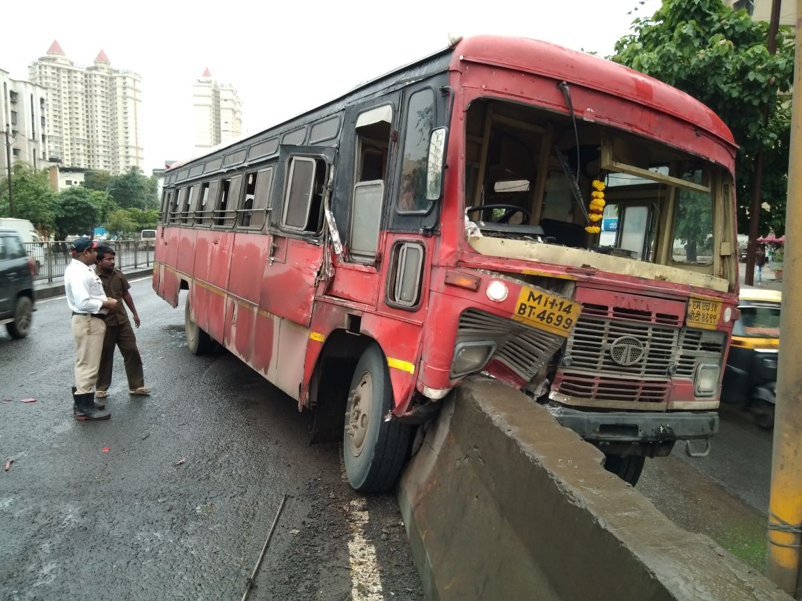 Accident at Thane Bus Conductor Injured, Picture of the spot