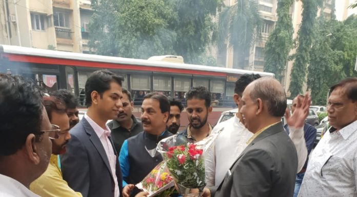 Ex Minister Arif Naseem Khan Inaugurates Dr. M. T. Khan's Super Speciality Orthopaedic Clinic