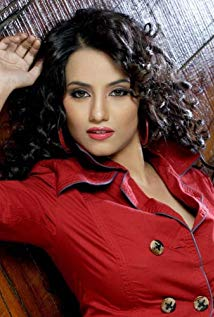 Tia Bajpayi Thrives With Her New Music Single - Hello Mumbai