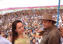 Hema Malini Gets Support from Dharmendra
